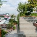 <p> Các thành viên có thể ở trong nhà và trải nghiệm các hoạt động buổi sáng sớm của họ như tập thể dục hoặc thư giãn dưới bóng cây ngay trên mái. Vì có rất nhiều không gian trống, công viên sân thượng cũng có thể biến thành một khu vườn thực vật nơi trồng rau và cây xanh.</p>
