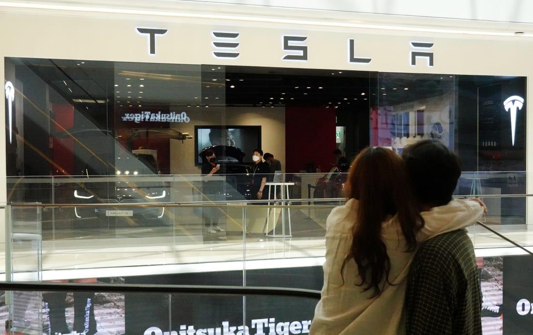 Ôtô, cocktail và người nổi tiếng, Hàn Quốc 'gục ngã' trước cơn sốt Tesla