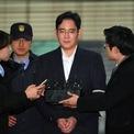 """<p class=""""Normal""""> <strong>4. Jay Y. Lee</strong></p> <p class=""""Normal""""> Tài sản: 6,7 tỷ USD</p> <p class=""""Normal""""> Tăng/giảm so với 2019: 0,6 tỷ USD</p> <p class=""""Normal""""> Nguồn tài sản: Samsung, Samsung Electronics</p> <p class=""""Normal""""> Lee Jae-yong sinh năm 1968 và là con trai cả của chủ tịch Tập đoàn Samsung, Lee Kun-hee. Ông Lee tốt nghiệp khoa Lịch sử, Đại học Quốc gia Seoul và có bằng thạc sĩ quản trị kinh doanh của Đại học Keio, Nhật Bản. Vị doanh nhân này cũng từng theo học tiến sĩ quản trị kinh doanh tại trường Harvard, Mỹ.</p> <p class=""""Normal""""> Ở Hàn Quốc, ông Lee thường được gọi là """"thái tử Samsung"""" và đã đảm nhiệm nhiều vị trí lãnh đạo trong những năm gần đây như một phần trong kế hoạch kế vị, trước khi giữ chức Phó chủ tịch Samsung Electronics từ năm 2012. Ảnh: <em>AFP.</em></p>"""