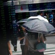 Chứng khoán Trung Quốc tăng tiếp 1 - 2% bất chấp tín hiệu xấu từ sản xuất
