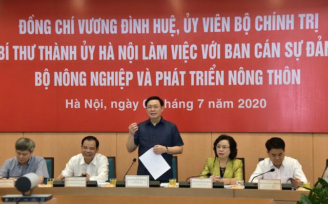 Bí thư Thành uỷ Hà Nội Vương Đình Huệ phát biểu tại buổi làm việc với Bộ Nông nghiệp chiều 8/7. Ảnh: Viết Thành.