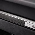 """<p class=""""Normal""""> <strong>7. Khay đựng cốc trên Porsche 911 GT2 RS (991)</strong></p> <p class=""""Normal""""> Tất cả mẫu xe thuộc thế hệ 991 đều được trang bị khay đựng cốc ẩn trong bảng taplo trung tâm. Người dùng chỉ cần nhấn nhẹ, khay đựng cốc sẽ được bật ra, nó còn có thể điều chỉnh kích cỡ để phù hợp với từng loại cốc.</p> <p class=""""Normal""""> Bạn vẫn có thể chạy với tốc độ cao mà không sợ ly cà phê bị đổ. Đây được xem là một trang bị tiện nghi đáng chú ý trên Porsche 911 GT2 RS. Đáng tiếc là sang thế hệ 992, Porsche đã loại bỏ chi tiết này trên mẫu xe của mình. Ảnh: <em>Top Gear</em>.</p>"""