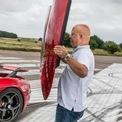 """<p class=""""Normal""""> <strong>9. Mui rời trên siêu xe Koenigsegg</strong></p> <p class=""""Normal""""> Một đặc trưng của thương hiệu siêu xe Thụy Điển là phần mui cứng có thể thao rời. Các mẫu như CC8, CCR, CCX, Agera và Regera đều có chung chi tiết này, người dùng có thể tháo phần mui và xếp gọn gàng vào ngăn chứa dưới nắp capo.</p> <p class=""""Normal""""> Đây là một đặc điểm khá thú vị, siêu xe của Koenigsegg không hề có bản coupe hay roadster, vì người dùng có thể chủ động trong việc biến chiếc xe của mình thành xe mui trần. Hai mẫu mới nhất là Jesko và Jesko Absolut cũng được áp dụng chi tiết này. Ảnh: <em>Top Gear</em>.</p>"""