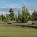 <p> Phí thành viên của CLB chơi golf tại khu dân cư này lên đến 15.000 USD mỗi năm.</p>