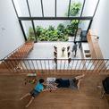 """<p> <span style=""""color:rgb(0,0,0);"""">Người vợ thích nấu ăn và chú ý đến con nhỏ trong khi làm việc nhà. Đó là lý do nhóm thiết kế phác thảo ý tưởng về mặt cắt của ngôi nhà như một mảnh đất bậc thang, mọi tầng đều được rút lại.</span></p>"""
