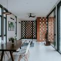 <p> Gia đình 4 người sống trong ngôi nhà này. Họ mong muốn các thiết kế hợp lý trong không gian sử dụng, có khu vườn xung quanh khuôn viên nhà, hài hòa ánh sáng tự nhiên và khuyến khích sự gắn kết con người.</p>
