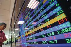 Lực mua suy yếu cuối phiên, VN-Index quay đầu giảm điểm