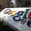 <p> Huang sau đó đến Mỹ theo học thạc sĩ ngành khoa học máy tính tại Đại học Wisconsin. Năm 2004, sau khi tốt nghiệp, Huang từ chối tất cả lời mời từ những công ty công nghệ hàng đầu thế giới thời điểm ấy như Oracle, IBM hay Microsoft để gia nhập Google. Huang bắt đầu với vị trí kỹ sư phần mềm tại Google và tham gia quản lý sản phẩm. Chỉ 6 tháng sau, vào ngày 19/4/2004, Google chào bán cổ phiếu lần đầu ra công chúng (IPO) và thu về hơn 1,9 tỷ USD. Năm 2006, Huang trở về nước giúp thành lập Google Trung Quốc. Ảnh:<em> Reuters.</em></p>