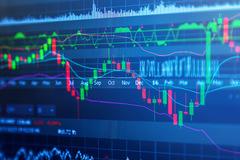 Nhóm chứng khoán dậy sóng, thanh khoản tiếp tục giảm