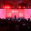 <p> Năm 2007, Huang rời Google và thành lập công ty thương mại điện tử có tên Ouku.com chuyên bán đồ điện tử, gia dụng. Chỉ 3 năm sau, Huang bán Ouku để xây dựng công ty thứ 2 có tên Leqi, giúp các nhãn hiệu nước ngoài tiếp thị cửa hàng của họ trên những trang thương mại điện tử của Trung Quốc như Tmall hay JD.com. Năm 2015, Huang sáng lập startup thương mại điện tử Pinduoduo Inc trong bối cảnh Alibaba và JD.com đang cạnh tranh gay gắt để thống lĩnh thị trường tiềm năng này. Ảnh: <em>Getty Images.</em></p>