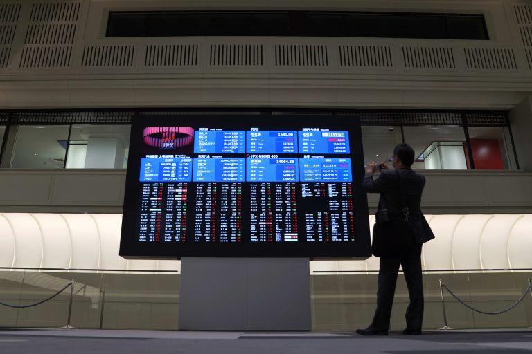 Chứng khoán châu Á giảm sau số liệu kinh tế từ Trung Quốc, Singapore