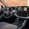 <p> <strong>Toyota Highlander: 51.700 USD</strong></p> <p> Mẫu xe Toyota duy nhất xuất hiện trong danh sách này. Nội thất Toyota Highlander mới, được đánh giá cao về không gian rộng rãi đi kèm hàng loạt trang bị tiện tích. Người dùng có thể tuỳ chọn tính năng sưởi và thông gió cho hàng ghế trước. Highlander cũng được trang bị đèn trang trí, hệ thống âm thanh 11 loa và màn hình cảm ứng 12,3 inch.</p>