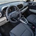 <p> <strong>Hyundai Venue: 23.400 USD</strong></p> <p> Hyundai Venue là một trong những mẫu xe có giá thấp nhất lọt vào danh sách này. Nội thất Venue phối tông màu sáng đi kèm các trang bị tiêu chuẩn như vô-lăng bọc da, hệ thống thông tin giải trí với màn hình cảm ứng 8 inch, hỗ trợ kết nối Android Auto, Apple CarPlay, kết nối USB, camera lùi, màn hình màu TFT 3,5 inch tích hợp trên bảng đồng hồ.</p>