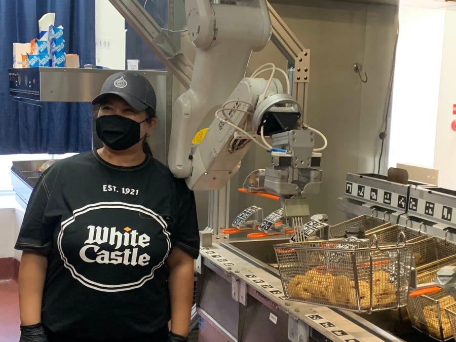 Đầu bếp robot 'lên ngôi' trong mùa dịch Covid-19