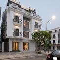 <p> Ngôi nhà nằm ở ven biển, ngắm vịnh Hạ Long (Quảng Ninh) và để cho thuê kinh doanh. Tình trạng xây dựng ban đầu là nội thất không có đồ đạc và hoàn toàn giống với các ngôi nhà khác trong khu đô thị.</p>