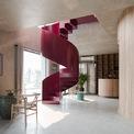 <p> Cầu thang thép và khoảng trống nằm ở trung tâm của ngôi nhà giúp tạo điểm nhấn, đem lại không gian thoáng mát.</p>