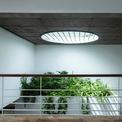 <p> Cùng với hệ thống cửa sổ, cửa chính, giếng trời giúp ngôi nhà ngập tràn ánh sáng tư nhiên và có khả năng thông gió tốt.</p>