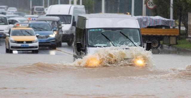 Vũ Hán phát cảnh báo đỏ vì lũ lụt, các chuỗi cung ứng gián đoạn