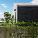 <p> Nhà được xây trên khu đất không vuông vắn ở quận 9, TP HCM. Gia chủ là một cặp vợ chồng người miền Trung, mang nhiều hoài niệm về làng quê yên bình với những nếp nhà lợp ngói khuất sau hàng cây xanh.</p>