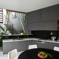 <p> Phần đất còn lại của tầng một được sử dụng làm văn phòng (có lối đi riêng), phòng bếp, bàn ăn, sân trong, WC.</p>