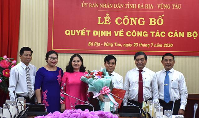 Ông Phan Khắc Duy, Phó Chánh văn phòng Tỉnh ủy nhận quyết định bổ nhiệm là Chánh văn phòng UBND tỉnh Bà Rịa - Vũng Tàu.