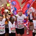 <p> Mặc trang phục bướm chạy marathon: Năm 2010, doanh nhân Branson tham gia cuộc thi chạy London Marathon trong trang phục cánh bướm. Ảnh: <em>Daily Mail</em>.</p>