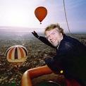 <p> Giữ 7 kỷ lục thế giới: Là người ưa phiêu lưu, tỷ phú người Anh lập 7 kỷ lục thế giới, bao gồm kỷ lục người lớn tuổi nhất vượt kênh đào Anh bằng ván diều, vượt kênh đào Anh nhanh nhất bằng xe lội nước, người đầu tiên vượt Đại Tây Dương và Thái Bình Dương bằng khinh khí cầu. Ảnh: <em>BI</em>.</p>