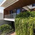 <p> Xuất phát từ ý tưởng tạo ra một không gian xanh hòa hợp với thiên nhiên, toàn bộ tòa nhà được thiết kế mở, có nhiều cây xanh và tận dụng ánh sáng tự nhiên ngoài trời.</p>