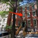 <p> Tại New York, Neumann còn sở hữu một nhà phố tại Greenwich Village, được mua với giá 10,5 triệu USD vào năm 2014. Căn nhà 6 phòng ngủ này được xây vào năm 1857 với một khu vườn riêng ở sân sau. Ảnh: <em>Google Maps.</em></p>