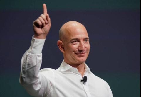 Tài sản của ông chủ Amazon cao hơn vốn hóa Nike, McDonald's