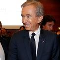 """<p class=""""Normal""""> <strong>Bernard Arnault: 13 năm</strong></p> <p class=""""Normal""""> Tài sản: 112,1 tỷ USD</p> <p class=""""Normal""""> Nguồn tài sản: LVMH (sở hữu Louis Vuitton)</p> <p class=""""Normal""""> Doanh nhân người Pháp Bernard Arnault, 71 tuổi, là tỷ phú giàu nhất ngành thời trang thế giới. Đại dịch Covid-19 thời gian qua ảnh hưởng không nhỏ đến cổ phiếu và tài sản của tỷ phú này. (Ảnh: <em>Reuters</em>)</p>"""