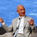 """<p class=""""Normal""""> <strong>Jeff Bezos: 5 năm</strong></p> <p class=""""Normal""""> Tài sản: 183,1 tỷ USD</p> <p class=""""Normal""""> Nguồn tài sản: Amazon</p> <p class=""""Normal""""> Jeff Bezos, 56 tuổi, đã bỏ việc tại một quỹ phòng hộ ở New York để bán sách trên internet vào năm 1994. Công ty đó, được gọi là Amazon, hiện là nhà bán lẻ lớn nhất thế giới và đưa CEO Bezos trở thành tỷ phú giàu nhất hành tinh. (Ảnh: <em>Katherine Taylor/Reuters</em>)</p>"""