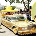 """<p class=""""Normal""""> <strong>Quốc vương Brunei Hassanal Bolkiah:</strong>Vua Hassanal Bolkiah trị vì Brunei từ năm 1967 và có trong tay khối tài sản ước tính20 tỷ USD. Vì vậy, không ngạc nhiên khi ông sở hữu bộ sưu tập siêu xe trị giá4 tỷ USD. Ảnh:<em>CNN</em>.</p>"""