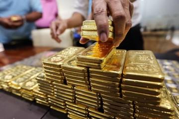 Giá vàng lập đỉnh mới 56,8 triệu đồng/lượng