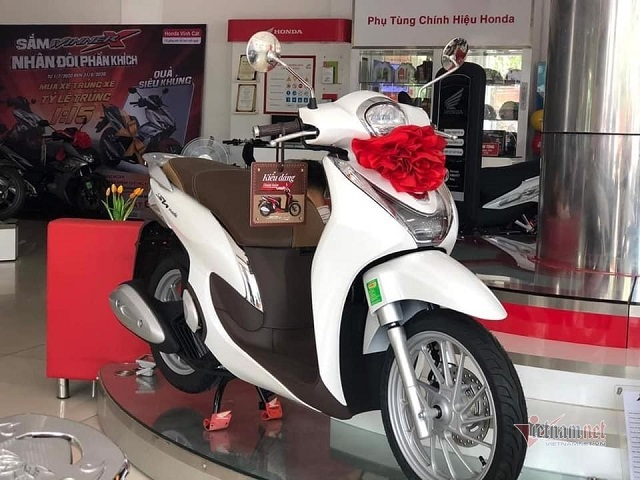 Honda SH Mode 2020 vừa mở bán, đại lý hét chênh tới 13 triệu đồng