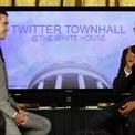 <p> Năm 2011, Dorsey có cơ hội phỏng vấn ông Barack Obama (khi đó đang là tổng thống Mỹ) trên Twitter Town Hall. (Ảnh: <em>Reuters</em>)</p>