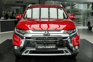 Mitsubishi Outlander 2.4 Premium giá 1,058 tỷ đồng