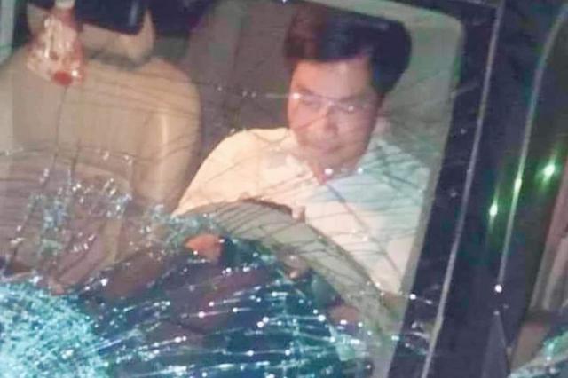 Trưởng ban Nội chính Tỉnh ủy Thái Bình Nguyễn Văn Điều tại hiện trường vụ tai nạn.