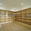 <p> Chủ nhà cũng ưu tiên một khoảng diện tích lớn để làm phòng đọc sách.</p>