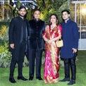 <p> Trong khi cặp song sinh của tỷ phú Mukesh có thành tích nổi bật và được chuẩn bị sẵn sàng thừa kế khối tài sản 81 tỷ USD, gia đình Anil Ambani đang phải chật vật vì kinh doanh thua lỗ, ngập trong nợ nần. Chính vì vậy, con đường kế nghiệp của Jai Anmol và Jai Anshul sẽ gian nan hơn nhiều so với anh chị em họ.</p>