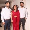 <p> Dù mối quan hệ giữa hai anh em tỷ phú Mukesh không mấy tốt đẹp sau cuộc chiến tranh giành tài sản nhiều năm, Jai Anmol khá thân thiết với cặp song sinh Akash, Isha. Anh cũng gần gũi và nhận được sự tín nhiệm của cả gia đình bên nội và ngoại.</p>