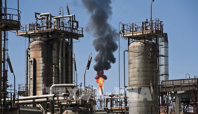 Các doanh nghiệp dầu mỏ lớn tiếp tục thua lỗ do ảnh hưởng của dịch Covid-19