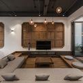 <p> Trang trí trên tường có nét truyền thống bằng gỗ sồi. Chất liệu này tiếp tục được sử dụng ở phòng ngủ.</p>