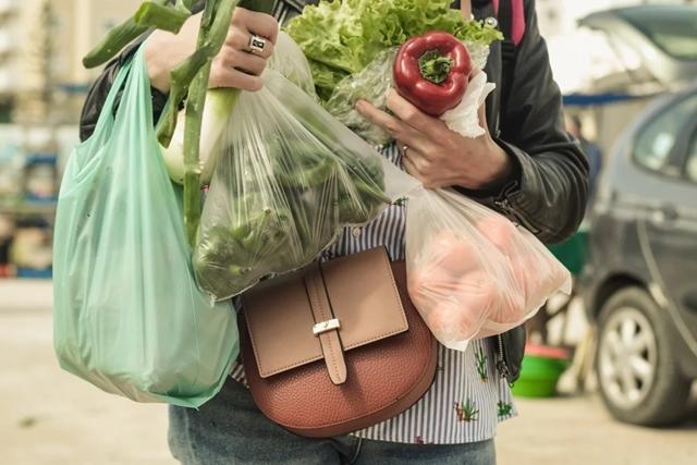 Bùng nổ giao đồ ăn 'ngáng đường' bảo vệ môi trường ở Trung Quốc