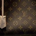 """<p class=""""Normal""""> <strong>Louis Vuitton</strong></p> <p class=""""Normal""""> Xếp hạng trong Top 100: 9</p> <p class=""""Normal""""> Giá trị thương hiệu: 47,2 tỷ USD</p> <p class=""""Normal""""> Thay đổi so với năm 2019: 20% (Ảnh: <em>Bloomberg</em>)</p>"""