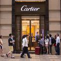 """<p class=""""Normal""""> <strong>Cartier</strong></p> <p class=""""Normal""""> Xếp hạng trong Top 100: 56</p> <p class=""""Normal""""> Giá trị thương hiệu: 12,2 tỷ USD</p> <p class=""""Normal""""> Thay đổi so với năm 2019: 14% (Ảnh: <em>Bloomberg</em>)</p>"""