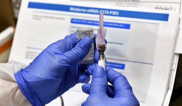 Những tranh cãi thử nghiệm trong cuộc đua vắc xin phòng Covid-19