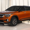 """<p class=""""Normal""""> <strong>Kia Seltos</strong></p> <p class=""""Normal""""> Giá: 589 triệu đến 719 triệu đồng</p> <p class=""""Normal""""> Mẫu SUV cỡ nhỏ Kia Seltos – đối thủ của Ford EcoSport và Hyundai Kona – có giá ưu đãi từ 589 triệu đồng trong giai đoạn đầu, dự kiến giao xe trong tháng 9. Xe có 4 phiên bản và 2 tùy chọn động cơ: động cơ tăng áp Kappa 1.4L và động cơ hút khí tự nhiên 1.6L.</p> <p class=""""Normal""""> Kia Seltos sở hữu thiết kế nam tính với kích thước dài x rộng x cao lần lượt là 4.315 x 1.800 x 1.645 (mm), trục cơ sở dài 2.630 mm và khoảng sáng gầm 190 mm. (Ảnh: <em>Kia</em>)</p>"""