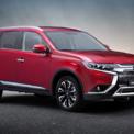 """<p class=""""Normal""""> <strong>Mitsubishi Outlander 2.4 Premium</strong></p> <p class=""""Normal""""> Giá: 1,058 tỷ đồng</p> <p class=""""Normal""""> Sau 5 tháng ra mắt Outlander 2.0 CVT và 2.0 CVT Premium, Mitsubishi vừa trình làng phiên bản cao nhất 2.4 CVT Premium tại thị trường Việt Nam. Xe sở hữu ngôn ngữ thiết kế """"Dynamic Shield"""", với mặt ca-lăng và lưới tản nhiệt được thiết kế mới. Bộ mâm đúc hợp kim đa chấu 18 inch thiết kế hiện đại, thể thao. Hệ thống chiếu sáng sử dụng công nghệ Full LED tích hợp hệ thống rửa đèn hiện đại.</p> <p class=""""Normal""""> Mitsubishi Outlander 2020 phiên bản 2.4 CVT Premium được trang bị động cơ xăng 2.4L MIVEC kết hợp với hộp số tự động vô cấp. (Ảnh: <em>Mitsubishi</em>)</p>"""
