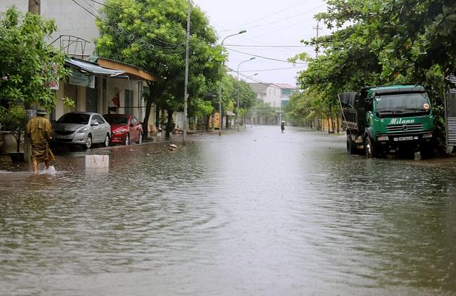 Tình trạng ngập tại đường Lê Ninh, phường Trần Phú, thành phố Hà Tĩnh. Ảnh: Đức Hùng